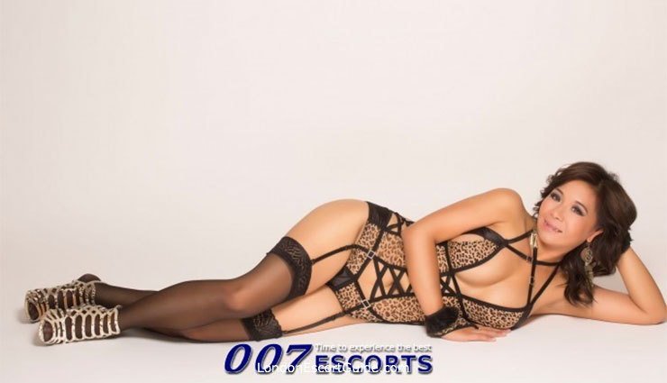 Edgware Road brunette Mia london escort