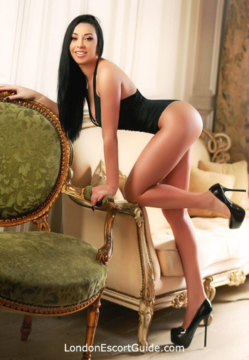 Mayfair brunette Isabella london escort