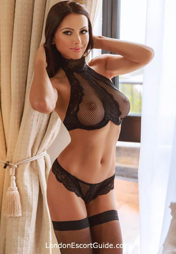 Chelsea brunette Kendra london escort