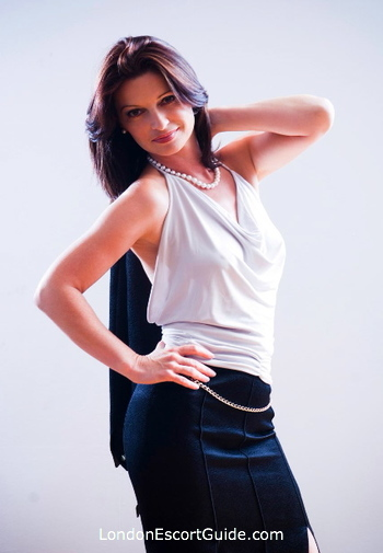 Mayfair mature Stephanie Hunter london escort