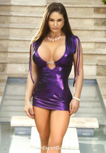 Kensington brunette Cathy Heaven london escort