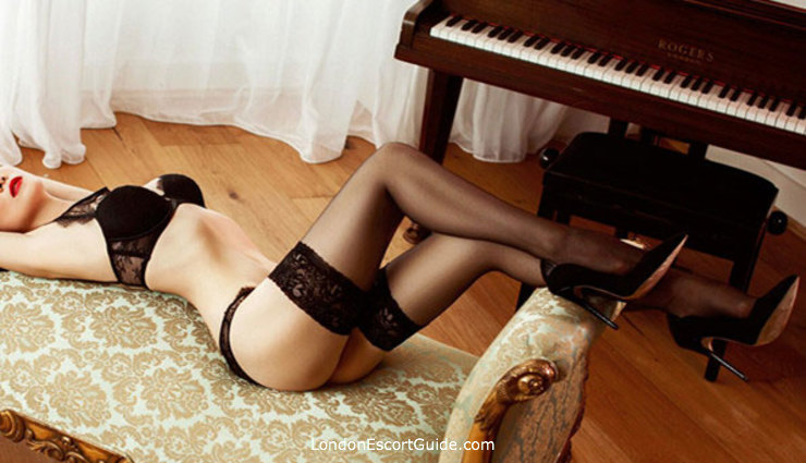 South Kensington brunette Mia london escort