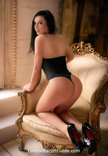 Mayfair busty Catrina london escort