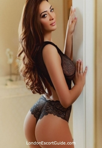Notting Hill brunette Amira london escort