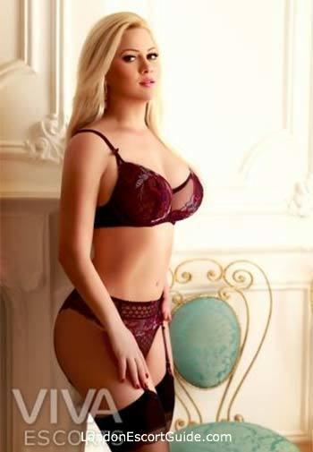 Mayfair blonde Leticia london escort