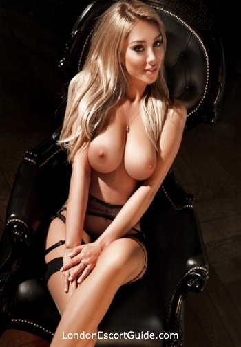 Kensington  Cassie london escort