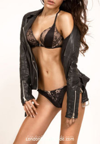 Outcall Only brunette Amelia london escort