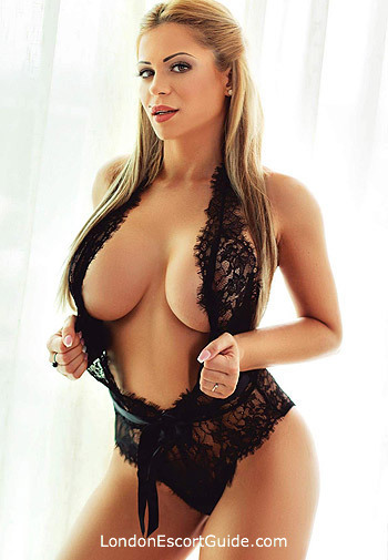 Notting Hill busty Summer london escort