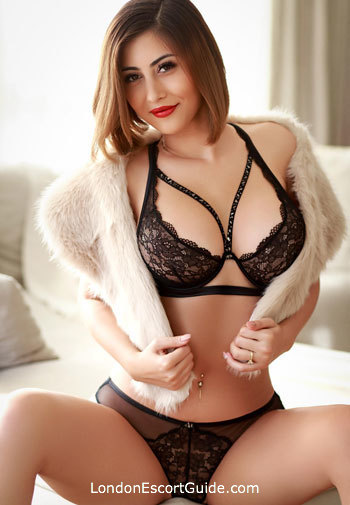 Bayswater blonde Allyana london escort