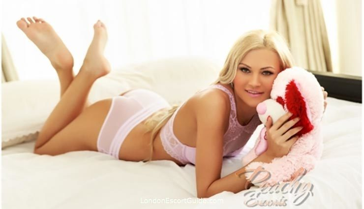 Bayswater blonde Lara london escort