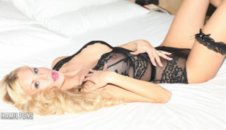 Earls Court blonde Evie london escort