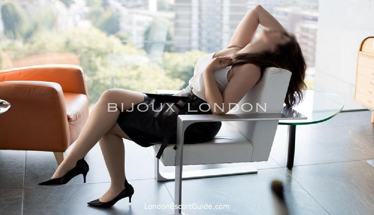 Marylebone brunette Beatrice london escort