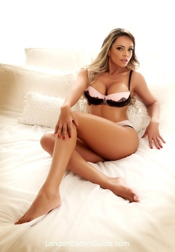 Mayfair busty Helena london escort