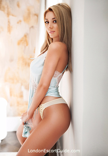 Kensington blonde Clarisse london escort