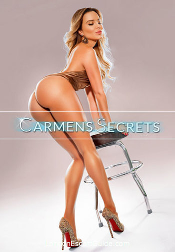 Mayfair blonde Adrianna london escort
