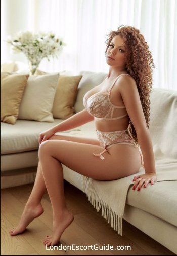 Mayfair 200-to-300 Maggie london escort