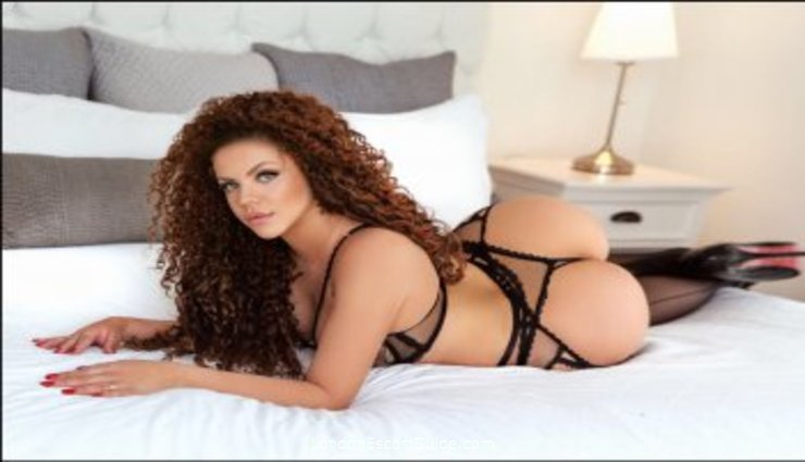 Mayfair blonde Maggie london escort