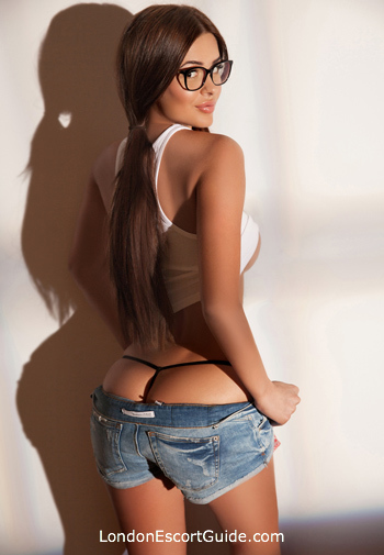 Chelsea brunette Sandra london escort