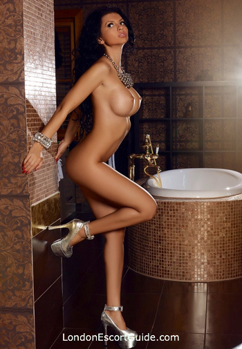 Chelsea 200-to-300 Valeria london escort