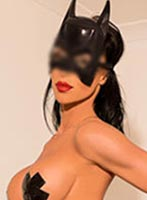 Kensington brunette Mistress Julia london escort