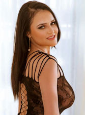 Earls Court brunette Giulia london escort