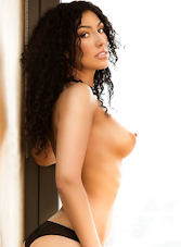South Kensington brunette Roxanna london escort