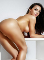 Bayswater brunette Dora london escort