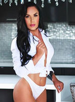 Mayfair brunette Dores london escort
