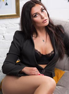 Knightsbridge brunette Veronique london escort