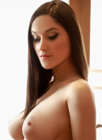 Mayfair brunette Cindy london escort